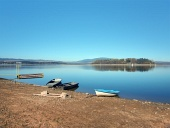 Shore, båtar och Slanica Island