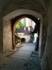 Vindbryggan och grind vid Orava slott, Slovakien