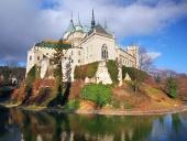 Kända Bojnice slott i höst