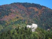 Likava slott i djupa skogen, Slovakien