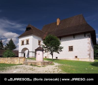 Redki dvorec v muzej na prostem Pribylina