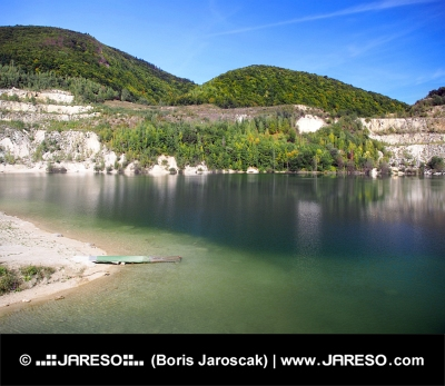 Poletni pogled Sutovo jezera, na Slovaškem