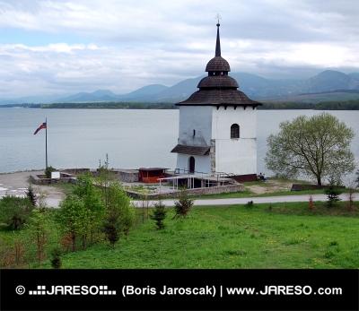 Ostanki cerkve na Liptovska Mara, na Slovaškem