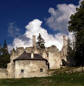 Sklabinský grad in dvorec